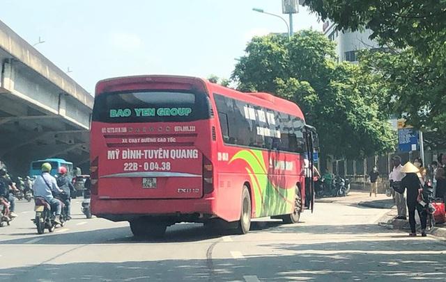 Xe khách rùa bò ở Hà Nội bỏ chạy khi bị kiểm tra - Ảnh 13.