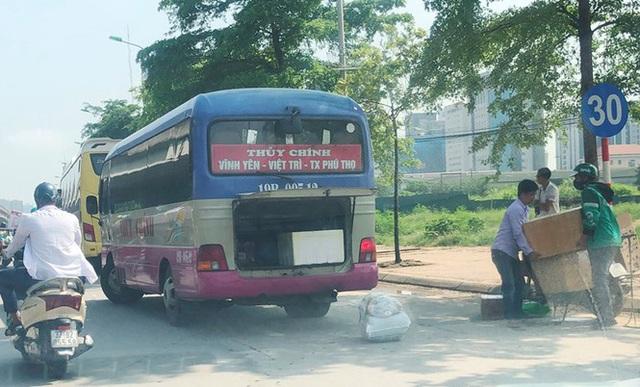 Xe khách rùa bò ở Hà Nội bỏ chạy khi bị kiểm tra - Ảnh 5.