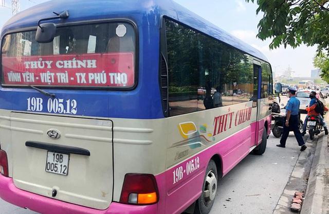 Xe khách rùa bò ở Hà Nội bỏ chạy khi bị kiểm tra - Ảnh 6.