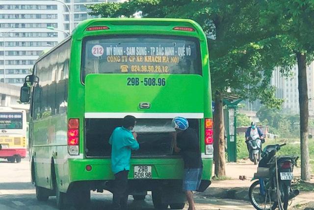 Xe khách rùa bò ở Hà Nội bỏ chạy khi bị kiểm tra - Ảnh 7.