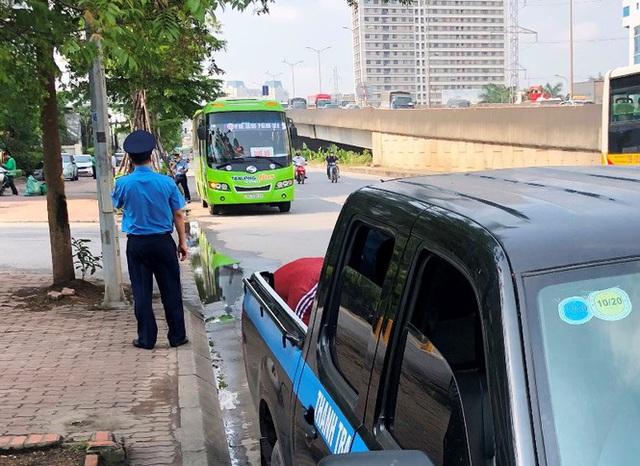 Xe khách rùa bò ở Hà Nội bỏ chạy khi bị kiểm tra - Ảnh 8.