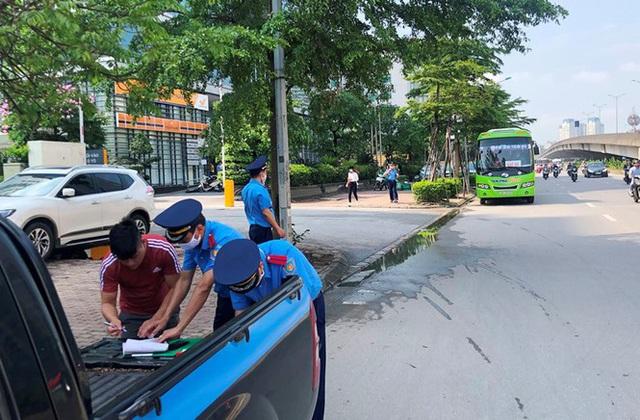 Xe khách rùa bò ở Hà Nội bỏ chạy khi bị kiểm tra - Ảnh 9.