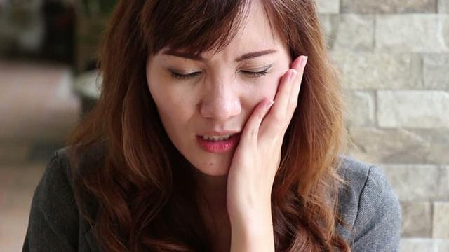 Chỉ với 60 giây cho bài test sức khỏe, bạn sẽ biết được liệu bản thân có mắc bệnh răng miệng hay không - Ảnh 1.