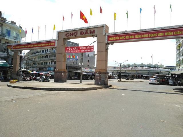 Tiểu thương chợ Đầm Nha Trang đồng loạt nghỉ bán vì ế ẩm - Ảnh 1.