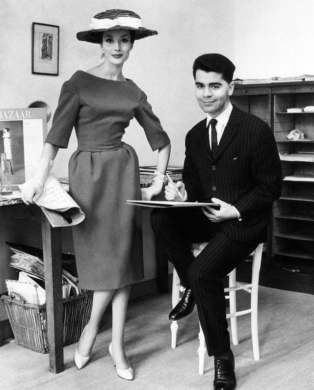 Ông hoàng Chanel Karl Lagerfeld: Gã phù thủy cô độc trong làng thời trang và mối tình đồng giới sâu đậm với người đàn ông Pháp lịch thiệp nhất thế giới  - Ảnh 3.