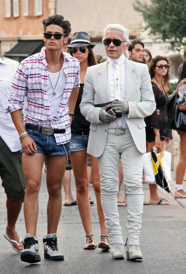 Ông hoàng Chanel Karl Lagerfeld: Gã phù thủy cô độc trong làng thời trang và mối tình đồng giới sâu đậm với người đàn ông Pháp lịch thiệp nhất thế giới  - Ảnh 12.