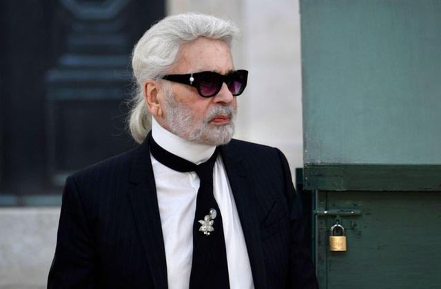Ông hoàng Chanel Karl Lagerfeld: Gã phù thủy cô độc trong làng thời trang và mối tình đồng giới sâu đậm với người đàn ông Pháp lịch thiệp nhất thế giới  - Ảnh 13.