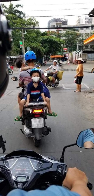 Trẻ em gặp nguy hiểm do bất cẩn của người lớn khi tham gia giao thông: Thiếu sót nhỏ có thể dẫn đến hậu quả khôn lường - Ảnh 5.