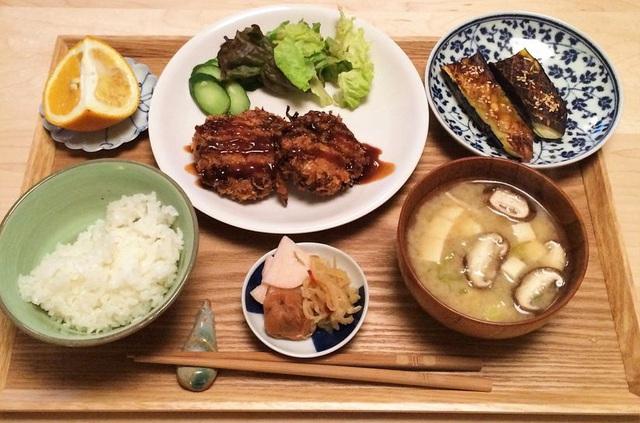 Người Nhật chuẩn bị phần ăn 1 món súp, 3 món phụ, đằng sau đó là ẩn ý đáng học hỏi: Vừa đủ để cân bằng, vừa đủ để khỏe mạnh - Ảnh 1.