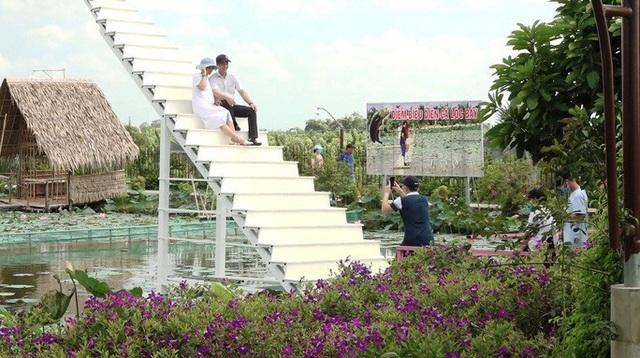 Làng hoa Sa Đéc vắng tanh khách trong kỳ nghỉ lễ kéo dài 4 ngày  - Ảnh 2.
