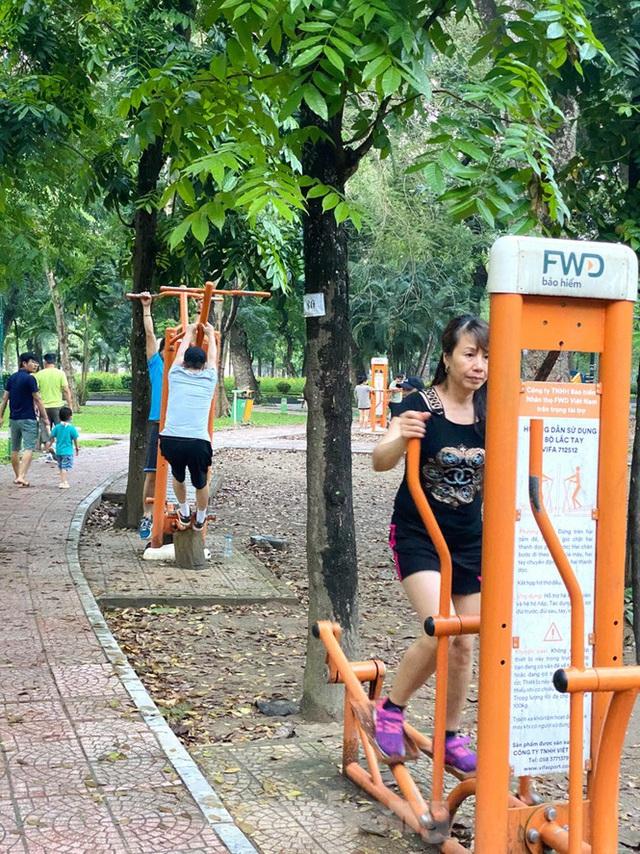 Thấy gì ở Công viên Thống Nhất sau 1 tháng đóng cửa phòng COVID-19 - Ảnh 8.