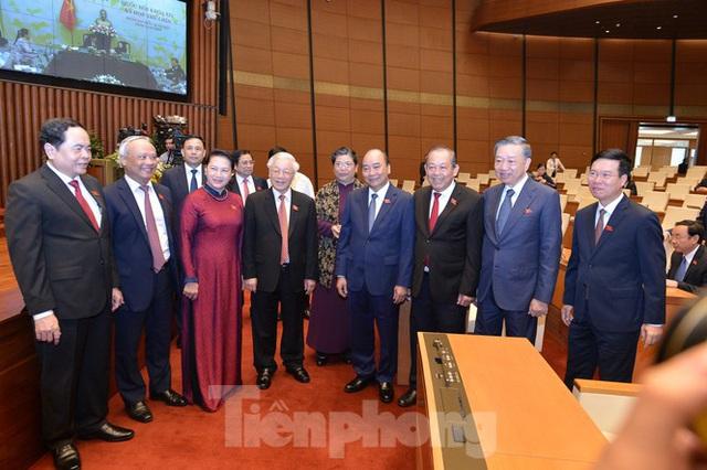 Kỳ họp đặc biệt tại Hội trường Diên Hồng - Ảnh 1.