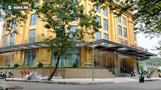 Ngắm tòa nhà dát vàng 24K từ chân đến nóc khủng nhất Hà Nội đang hoàn thiện - Ảnh 1.