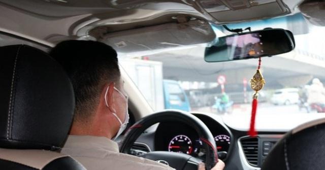 Hỏi vị khách lạ mặt 1 câu, tài xế taxi không ngờ cuộc đời mình và con trai có bước ngoặt bất ngờ, nhiều năm sau vẻ vang như vậy - Ảnh 1.