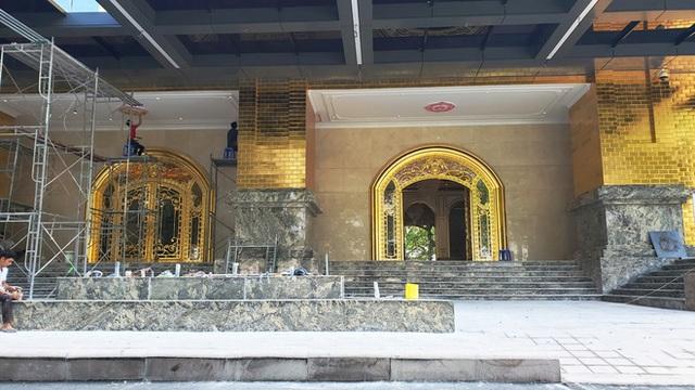 Ngắm tòa nhà dát vàng 24K từ chân đến nóc khủng nhất Hà Nội đang hoàn thiện - Ảnh 3.