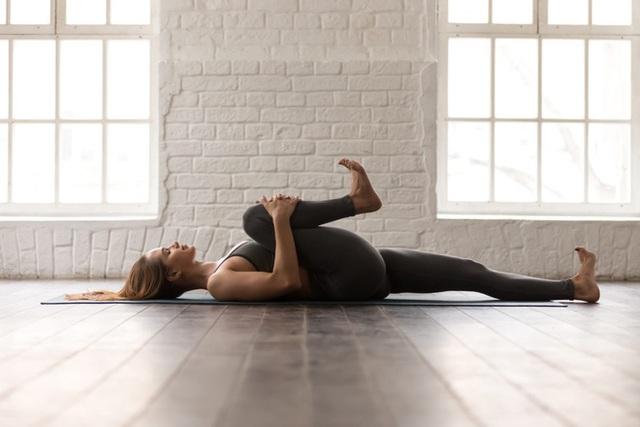 Yoga trị liệu: Chuyên gia Yoga Ấn Độ chỉ cách kiểm soát đau lưng và bài tập để hồi phục - Ảnh 8.