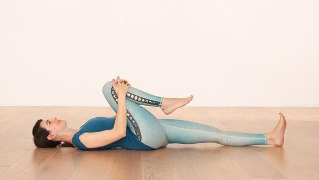 Yoga trị liệu: Chuyên gia Yoga Ấn Độ chỉ cách kiểm soát đau lưng và bài tập để hồi phục - Ảnh 10.