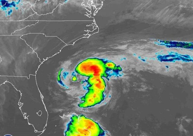 Chưa kịp thoát khỏi bóng ma Covid-19, nước Mỹ đứng trước nguy cơ đối đầu với mùa bão tồi tệ nhất trong gần 20 năm - Ảnh 1.