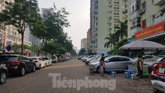 Cận cảnh khu đất công làm bãi xe biến hình thành cao ốc ở Hà Nội - Ảnh 15.