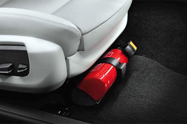 Những vật dụng tuyệt đối không để trong ô tô những ngày nắng nóng, tránh tiền mất tật mang  - Ảnh 7.