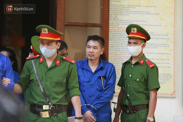 Mẹ bỏ 440 triệu đồng chạy điểm cho con ở Sơn La suy sụp trước tòa: Tôi vì lo cho con... - Ảnh 2.