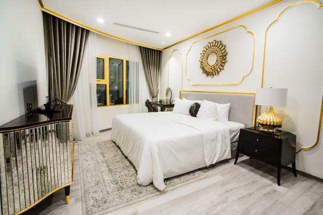 Cận cảnh căn hộ ở Hà Nội được dát vàng, giá siêu đắt 150 triệu đồng/m2 - Ảnh 4.