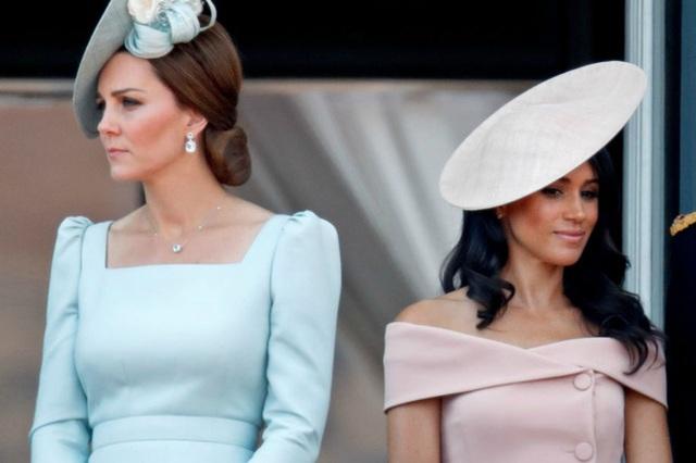 Công nương Kate vô tình gợi nhắc đến Meghan thông qua 1 chi tiết nhỏ cho thấy cuộc sống khác biệt hiện giờ của hai nàng dâu hoàng gia - Ảnh 4.