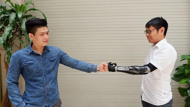 Trịnh Khánh Hạ: Cô gái Việt 25 tuổi mang cánh tay giả sang Hà Lan dự thi startup quốc tế và câu chuyện đằng sau về một vị thần khuyết tật - Ảnh 1.
