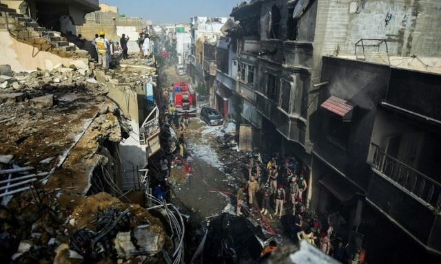 Nhân chứng sống hé lộ nguyên nhân vụ tai nạn thảm khốc tại Pakistan - Ảnh 1.