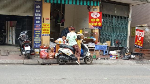 """Kinh doanh giải khát ở vỉa hè Hà Nội """"hốt bạc"""" mùa nắng nóng - Ảnh 3."""