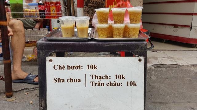 """Kinh doanh giải khát ở vỉa hè Hà Nội """"hốt bạc"""" mùa nắng nóng - Ảnh 7."""