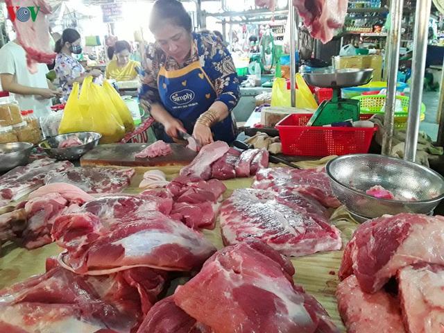 Giá thịt lợn tăng cao và đắt đỏ ở Cần Thơ - Ảnh 1.