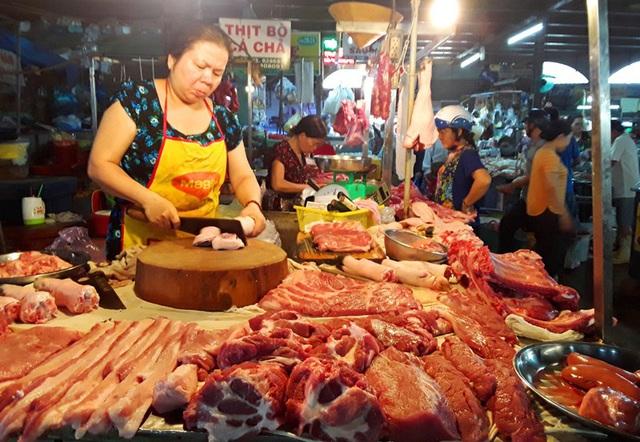 Giá thịt lợn tăng cao và đắt đỏ ở Cần Thơ - Ảnh 2.