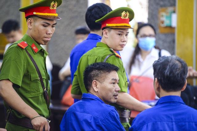 Xét xử gian lận thi cử tại Sơn La: Màn đối đáp nảy lửa giữa cựu giám đốc sở và cấp dưới - Ảnh 2.
