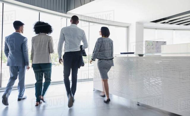 Thường xuyên ngồi một chỗ làm việc ăn mòn sức khỏe của bạn theo cách ít ai ngờ: Tập ngay thói quen đi bộ 2 phút mỗi giờ để cứu cơ thể! - Ảnh 2.
