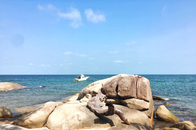 Đến Kiên Giang đâu chỉ có mỗi Phú Quốc, viên ngọc thô Hòn Sơn cũng có những bãi tắm xanh trong mát lành đẹp tới nức lòng người! - Ảnh 1.