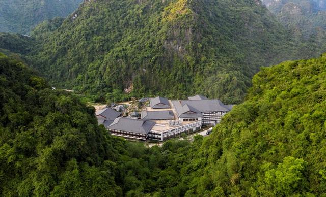 Quảng Ninh lại gây sốt với khu suối khoáng nóng đẹp như hoàng cung Nhật, giá vé không hề rẻ nhưng cực gây tò mò bởi khu tắm tiên có 1-0-2 - Ảnh 1.