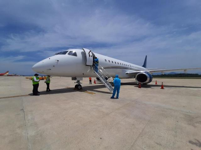 Để đẩy nhanh tiến độ HRC ra mắt vào tháng 9 tới, Hòa Phát chi 200.000 USD thuê máy bay đưa 15 chuyên gia của Danieli đến Dung Quất - Ảnh 1.