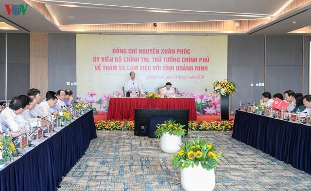 Ảnh: Thủ tướng làm việc tại Quảng Ninh và trò chuyện với công nhân mỏ - Ảnh 1.