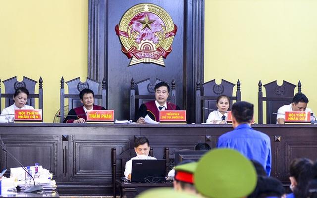 VKS luận tội 12 bị cáo, xác định kẻ chủ mưu trong vụ gian lận điểm thi tại Sơn La - Ảnh 1.