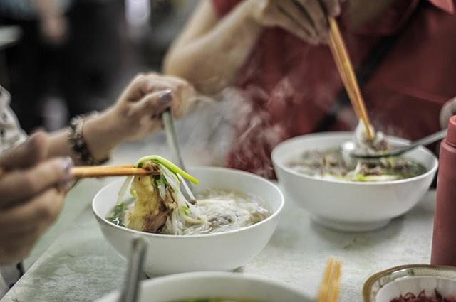 WHO khuyến cáo người dân tránh xa 6 món ăn gây ung thư nhanh khủng khiếp, nhấn mạnh thêm 1 yếu tố gây bệnh mà phụ nữ thường chủ quan - Ảnh 4.