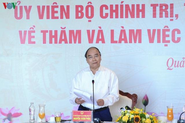 Ảnh: Thủ tướng làm việc tại Quảng Ninh và trò chuyện với công nhân mỏ - Ảnh 4.