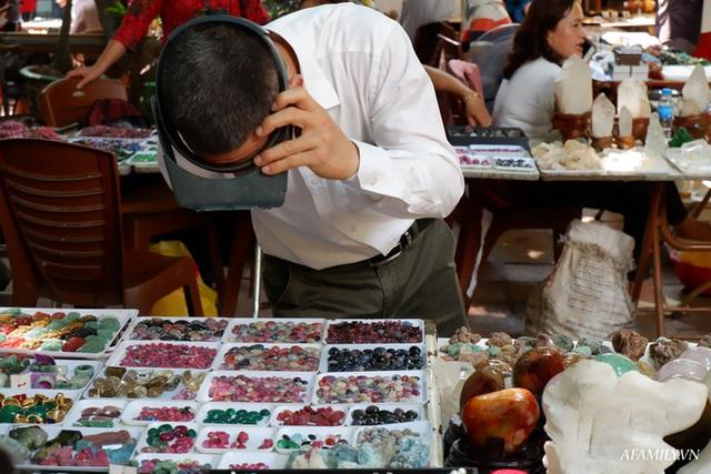Chỉ họp 1 lần vào Chủ nhật hàng tuần, đây là phiên chợ triệu đô chuyên giao thương các loại đá quý, hiếm ngay giữa lòng Hà Nội - Ảnh 5.