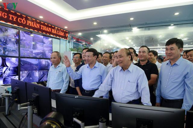 Ảnh: Thủ tướng làm việc tại Quảng Ninh và trò chuyện với công nhân mỏ - Ảnh 6.
