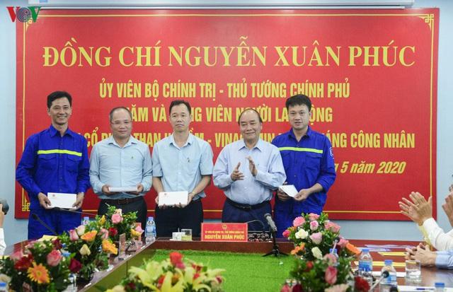 Ảnh: Thủ tướng làm việc tại Quảng Ninh và trò chuyện với công nhân mỏ - Ảnh 7.