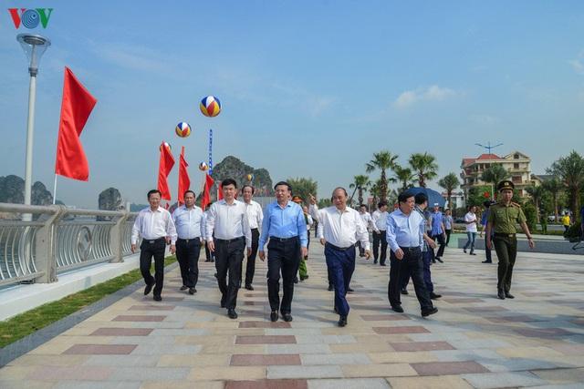 Ảnh: Thủ tướng làm việc tại Quảng Ninh và trò chuyện với công nhân mỏ - Ảnh 9.