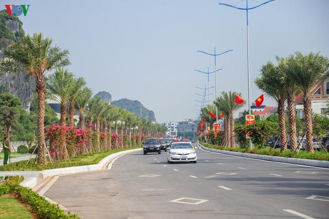 Ảnh: Thủ tướng làm việc tại Quảng Ninh và trò chuyện với công nhân mỏ - Ảnh 10.