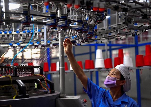 Bloomberg: Để các quốc gia như Việt Nam có thể thu hút nhà máy từ Trung Quốc thì rẻ hơn hay hiệu quả hơn không quan trọng bằng yếu tố này - Ảnh 1.