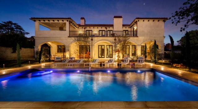 3 căn nhà triệu đô bất ngờ được rao bán giữa đại dịch - Ảnh 1.