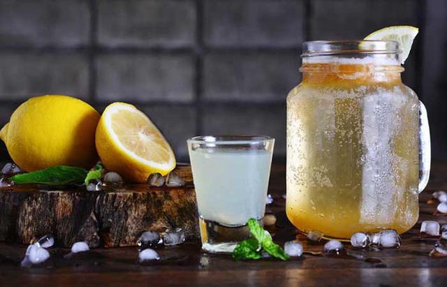 Uống 1 cốc chanh mật ong sau khi ngủ dậy rất tốt nhưng nên uống trước hay sau khi ăn sáng mới THỰC SỰ đại bổ? - Ảnh 2.